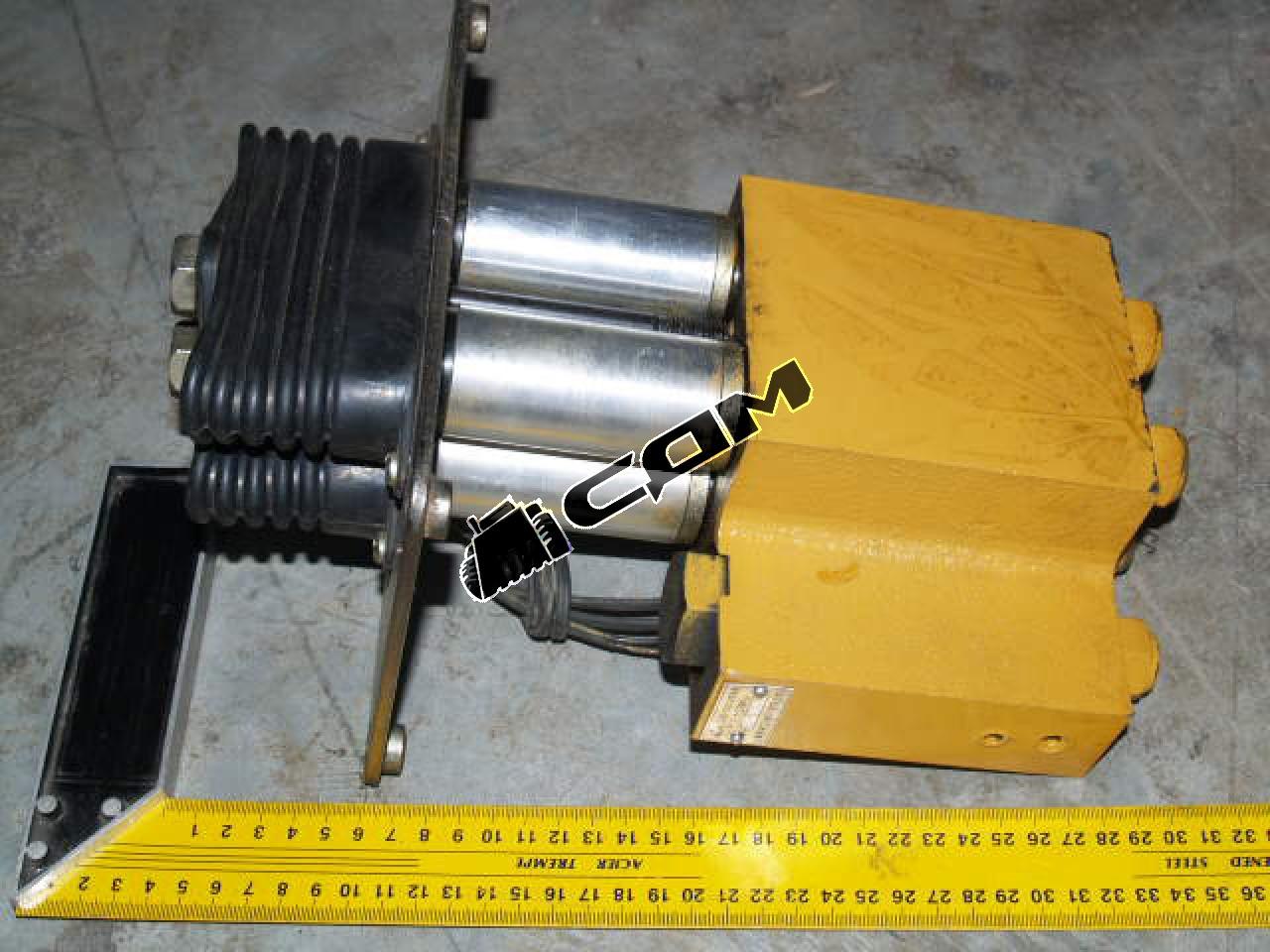 Клапан управления гидравлической системой (джойстик 2 рукоятки) ZL50  DJS2-uх/uu